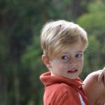 ¿A qué edad se le puede colocar un implante coclear a un niño?