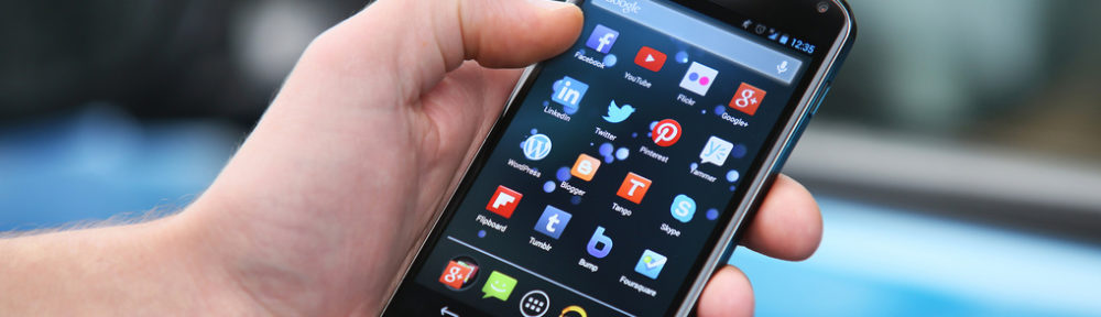 Personas con problemas auditivos usan apps a diario