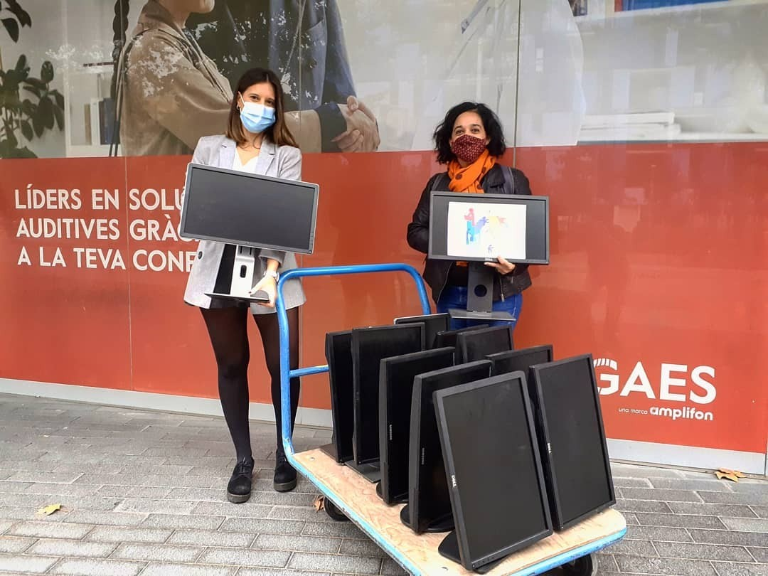Donación de 30 pantallas de ordenador a la ONG Labdoo